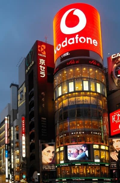 illuminated-advertising-signs-on-the-shops-of-the-ginza-shopping-district-of-tokyo-in-japan_t20_7m1lK6